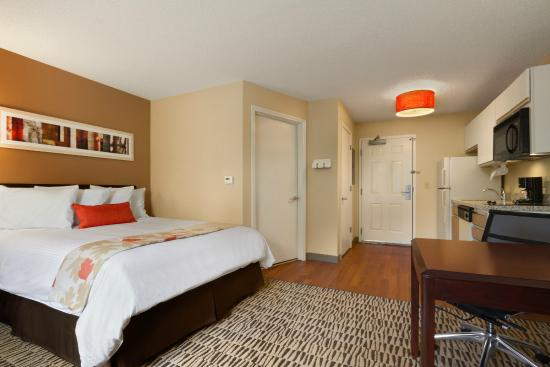 Hawthorn Suites by Wyndham Detroit Auburn Hills : Guestroom