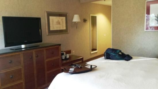 Hampton Inn Charleston North : King guest room