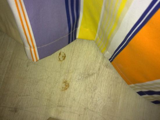 Apartamentos Pierre & Vacances Cannes Beach: dreckiger boden