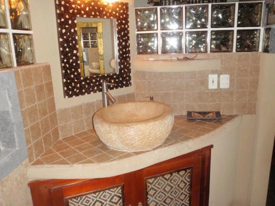 Cascadas Farallas Waterfall Villas: Bathroom sink