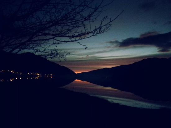 Loch Long Hotel: View of Loch long at sunset