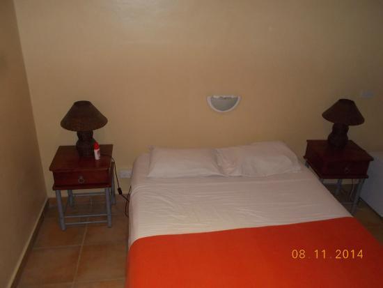 Vanuatu Holiday Hotel : chambre climatisé avec frigidaire