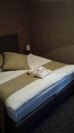 La Suite Hotel Cafe & Restaurant : Apresentação do quarto