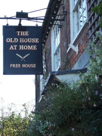 The Old House at Home: The sign says it all!