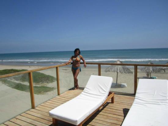 Hotel Costa Blanca de Mancora Vichayito : Se puede disfrutar tanto de la playa como de la piscina...
