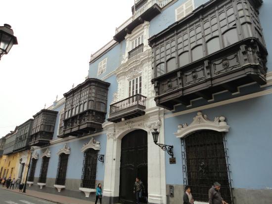 House of Osambela: Todo el palacio en su plenitud, que balcones !