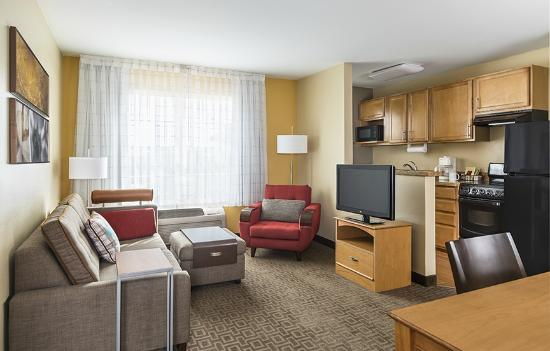 TownePlace Suites Phoenix North: Relax in the living area of our two-bedroom suite.