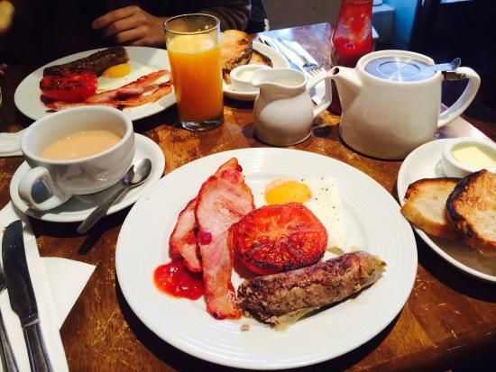 St Giles' Cafe: The Oxford Breakfast!