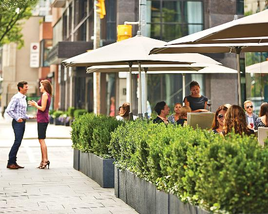 Four Seasons Hotel Toronto: Dbar Patio (only Open In Summer)