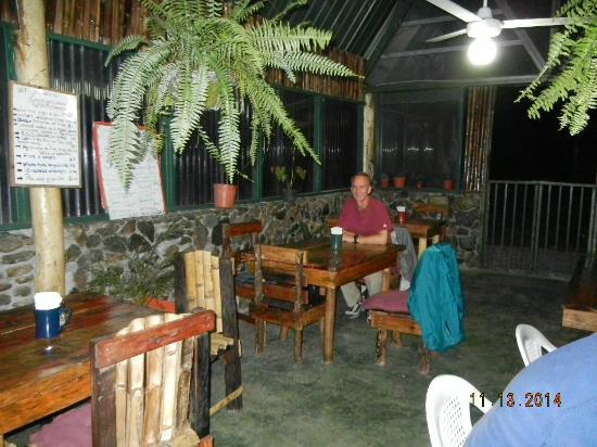 Fire Side Inn - Georges' Grill: Seating