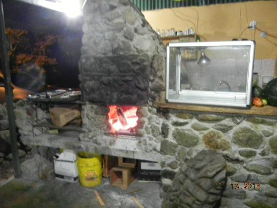 Fire Side Inn - Georges' Grill: Wood fired stove