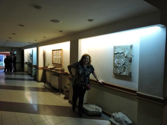 Hotel Patagonia Sur: los pasillos que van al restaurant.