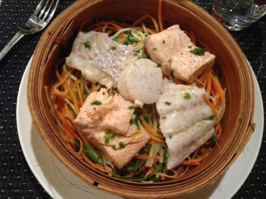 Le Zinc: Trio de poisson (+ noix st-jacques) et ses spaghetti de légumes