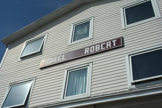 L'Hotel Robert: View from the Harbour side of the 2nd & 3 flloors and Hotel sign.