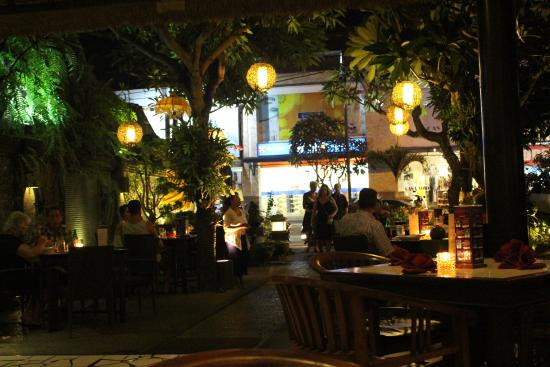 Cafe Jepun : Looking out from within