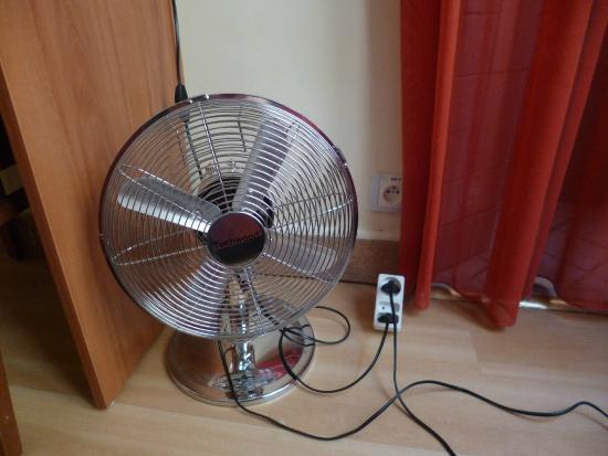 Hotel Marignan: ventilador en la habitación