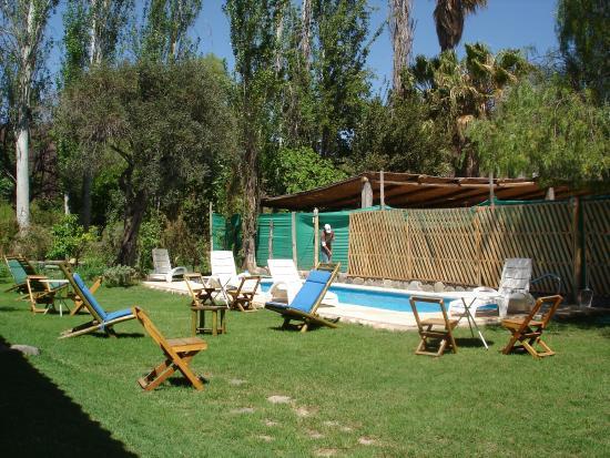 Cerro Del Valle Hotel Rustico: Pileta y jardín