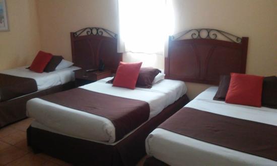 Hotel Marela : Tres camas individuales