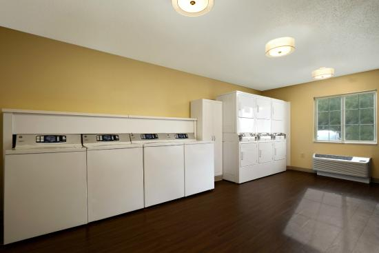 Hawthorn Suites by Wyndham Omaha/old Mill: Laundry Facility