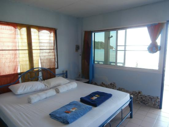 Fiji Palms Hotel Phuket: Seafront Room
