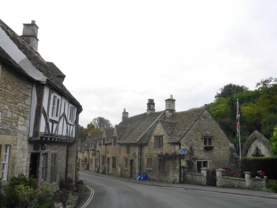 Lion Tours: castle combe