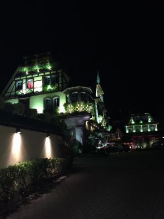 Le Parc Hotel Restaurant & Spa: Vista noturna 1