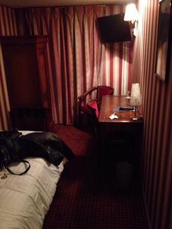 Hotel Cyrnos : Chambre 503