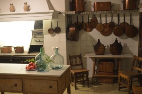 Foto de Palacio de Viana, Córdoba: la antigua cocina del palacio ...