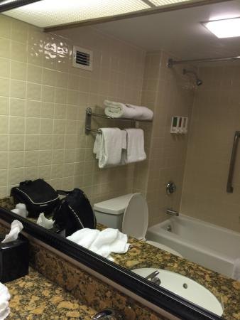 Drury Inn & Suites San Antonio Northeast: Bathroom