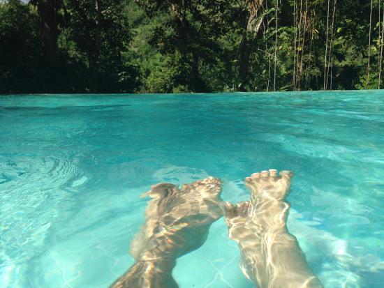 Mystica Eco Chales & Pousada: piscina com borda infinita