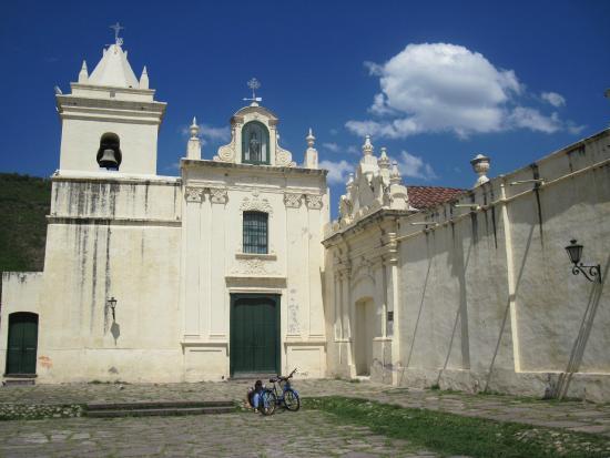 San Bernardo Convent : Vista de la fachada con la Capilla