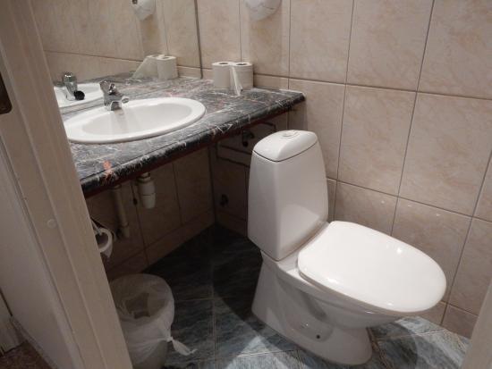 City Apartment Hotel: Bathroom