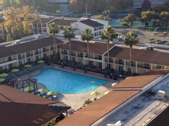 Santa Clara Marriott : Large outdoor pool with swimming lanes. Great for working out or just relaxing.
