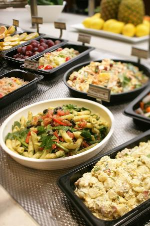 The Craft Salad Bar includes freshly-baked rolls and cheese toast, both of which are bestsellers. The restaurants are usually open daily for the lunch and dinner crowds who find the reasonable Sizzler prices to .
