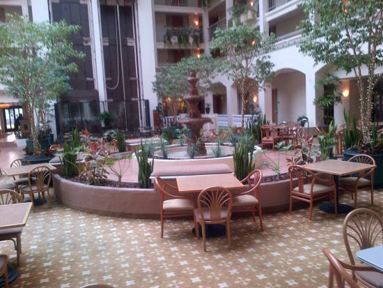 Embassy Suites by Hilton San Luis Obispo : Atrium