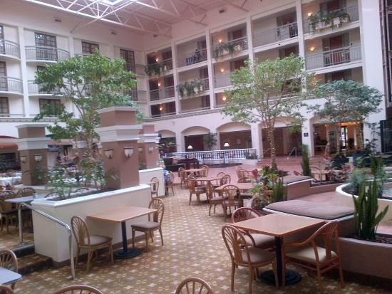 Embassy Suites by Hilton San Luis Obispo: Another Atrium View