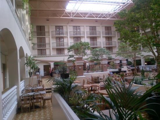 Embassy Suites by Hilton San Luis Obispo: Yet another Atrium View