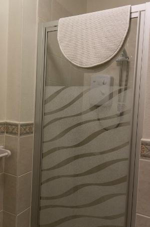 Arvon House: Bathroom