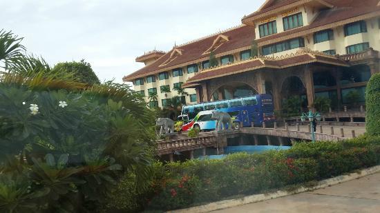 Angkor Era Hotel: 호텔 외부