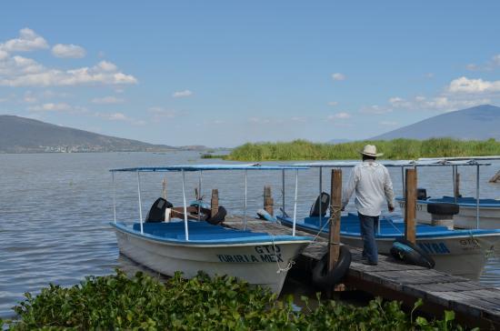 Laguna de Yuriria: Lanchas para recorridos.