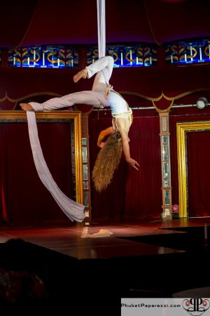 Palazzo Threatre & Restaurant: aerial act