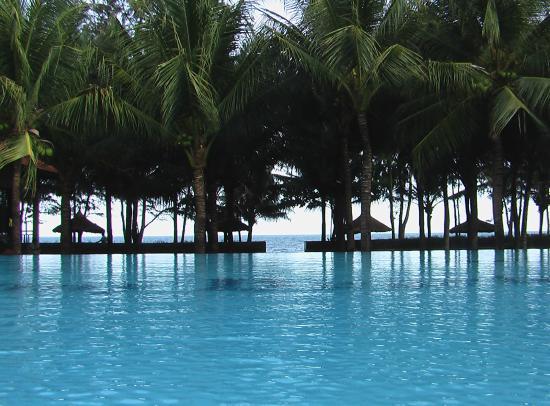 Sunny Beach Resort : Вид из бассейна на пляж