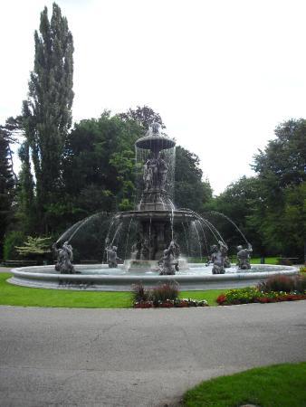 Stadtpark: fontana nel parco 2