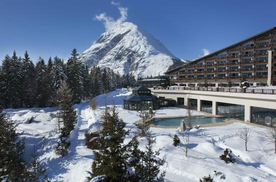 Interalpen-Hotel Tyrol: Exterior view of the hotel in winter