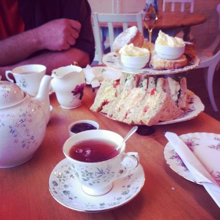Elsies Traditional Tea Room: Delicious tea for two - generous helpings of clotted cream!