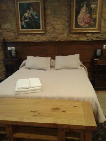 Hotel Don Pedro: Nuestra habitación en la zona que da la la calle Ferreria.