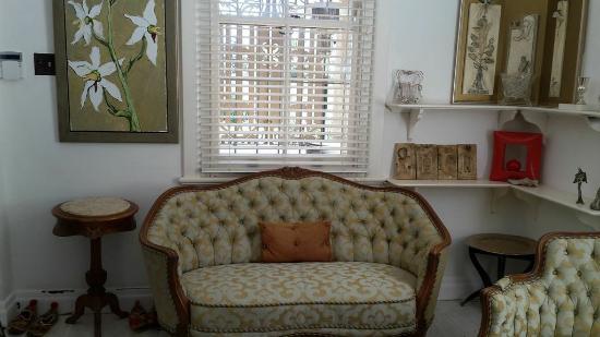Bella Ev: second lounge area