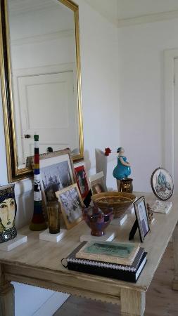 Bella Ev: Lounge area