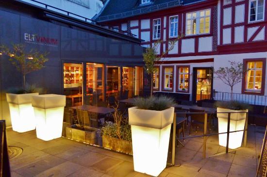 ELTVINUM: Vinothek und Terrasse