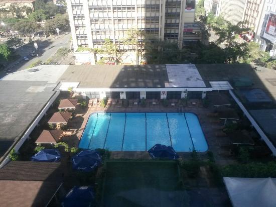 Hilton Nairobi : View of the swimming pool